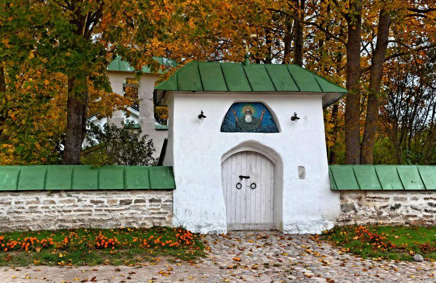 Ворота церкви Сергия и Никандра.